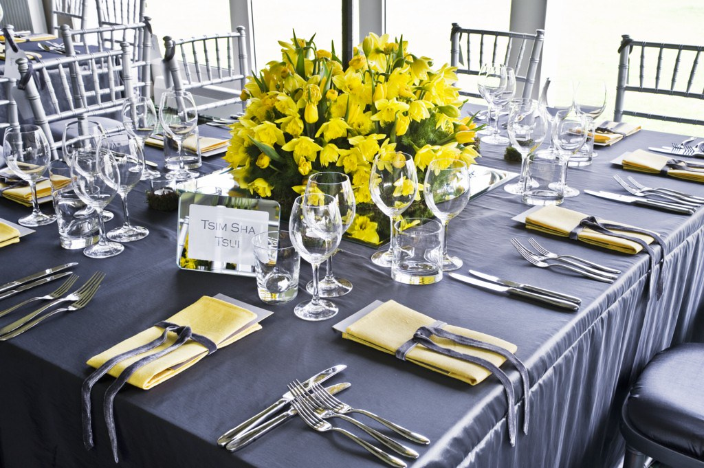 88 Events Designs A Wedding At Dundas Castle Super Silver Taffeta With Yellow Linen Napkin