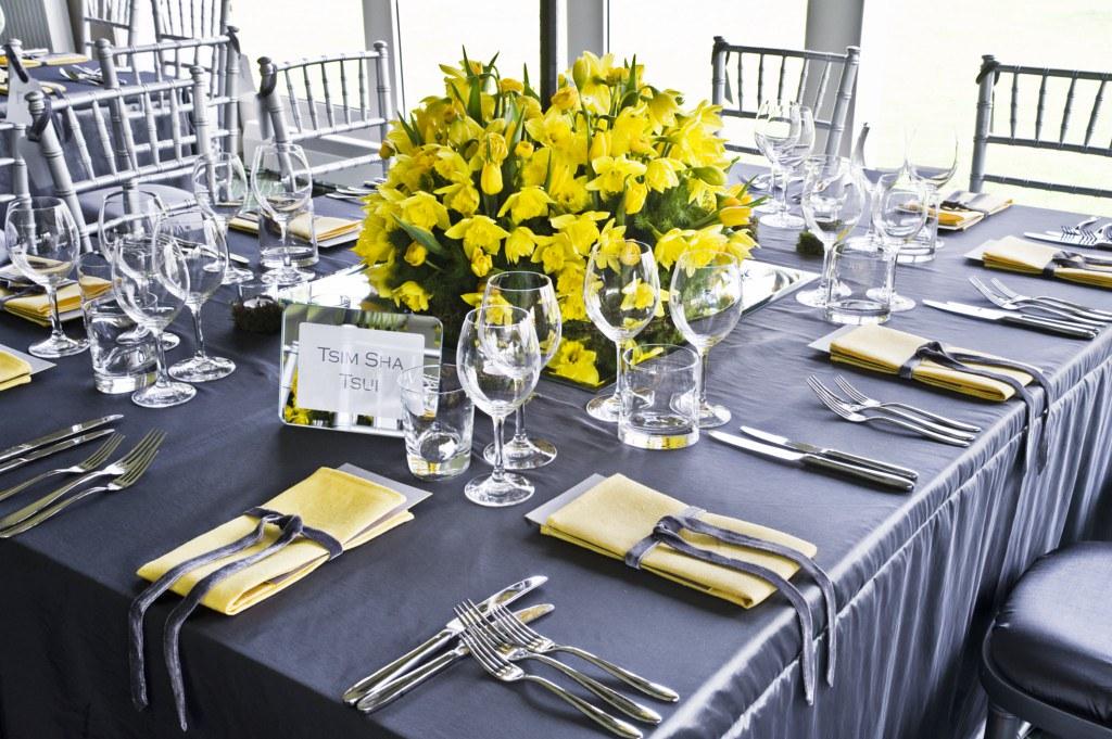 88 Events Designs A Wedding At Dundas Castle Super Silver Taffeta With Yellow Linen Napkin