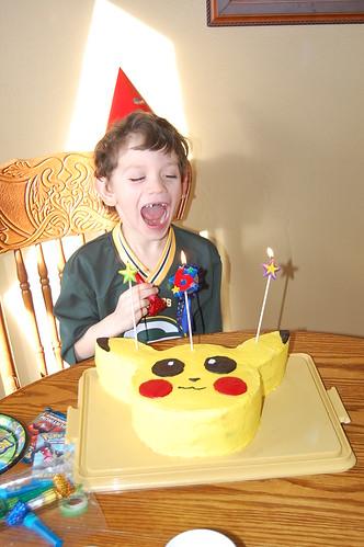 Pikachu Cake by jw4lk
