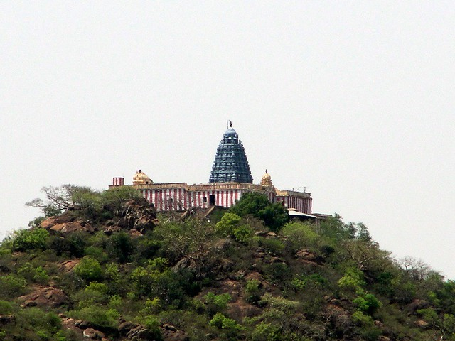 thirukalukundram temple