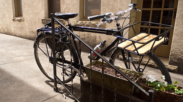 A City Bike in its Native Habitat by Zane Selvans on flickr