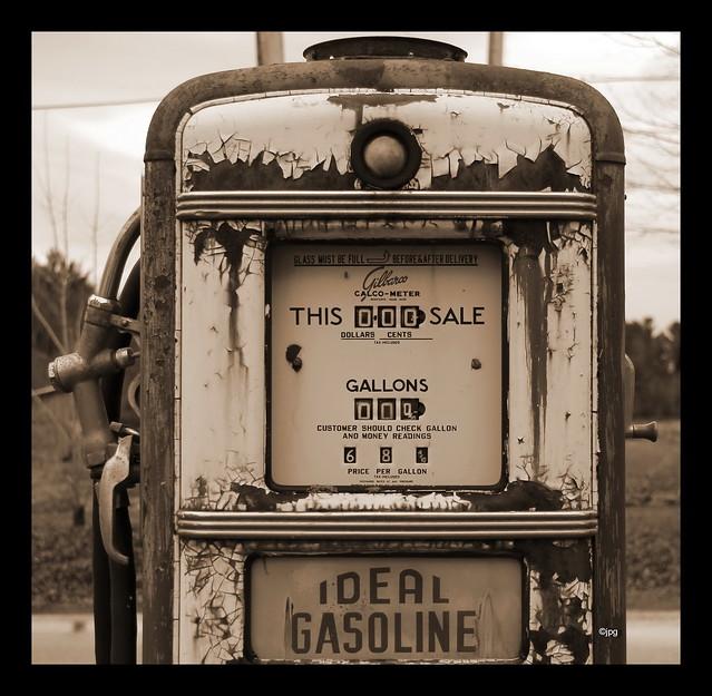 ANTIQUE GAS PUMPS | ANTIQUES POMPES A ESSENCE | Flickr ...