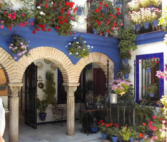 Jardineros en acci n patios andaluces for Patios andaluces decoracion