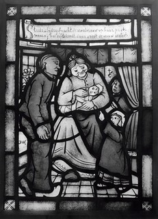 Verloskundige in glas-in-lood / Cathedral glass showing midwife