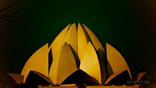 Lotus Temple, Delhi by Veet Satkar