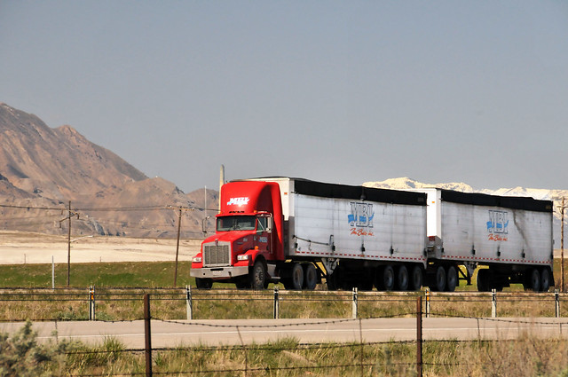 double d trucking Double drop rgn (removable goose neck) trailers are typically used for  hauling cargo that can be driven onto the trailer for example, ats specialized.