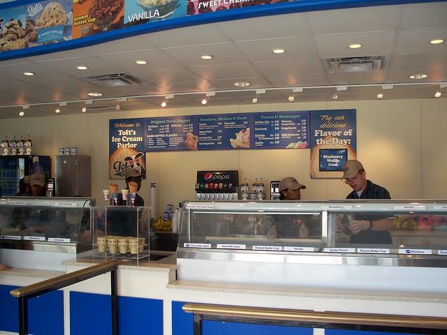 Cedar Point - Toft's Ice Cream
