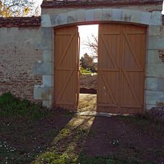 Portail - Photo of Saint-Lactencin