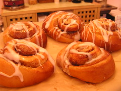 breakfast, baking, baked goods, cinnamon roll, food, viennoiserie, dish, cuisine, danish pastry,