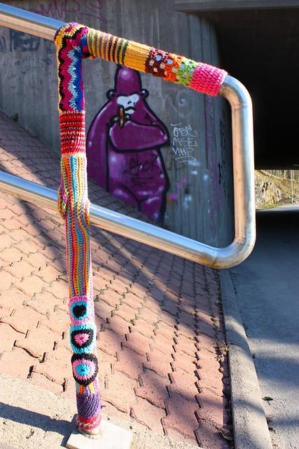 Graffiti Knitting Epidemic : Knit graffiti kaivoksela flickr photo sharing