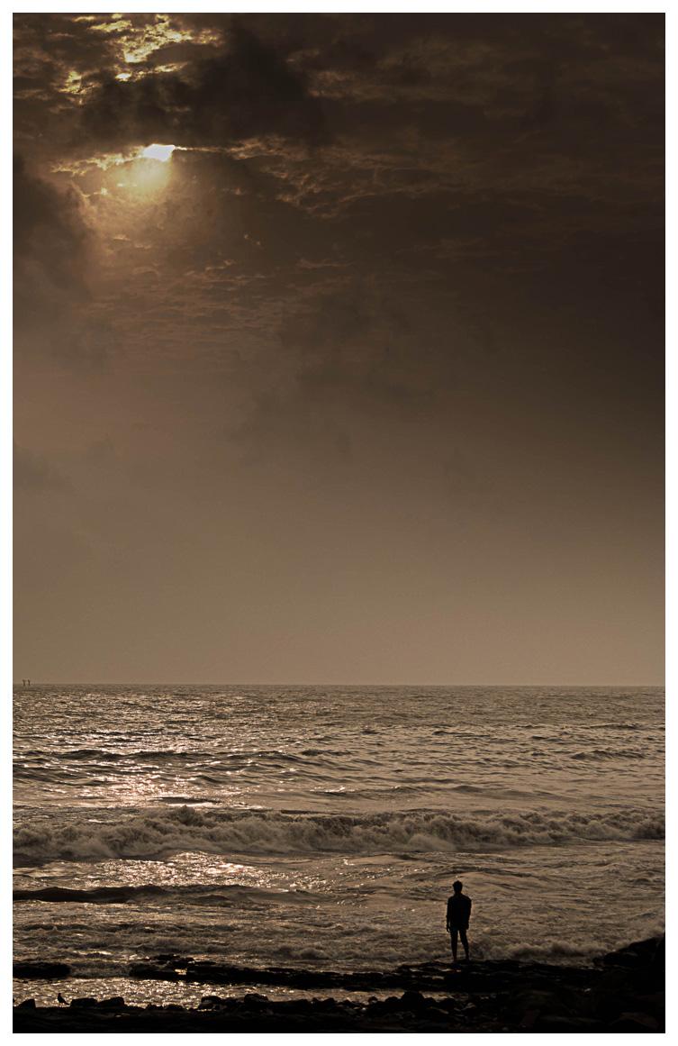 Searching Solitude - Mayank Pandey amateur photographer from Mumbai India online photo exhibition street [hotography black and white Маянк Пандей фотограф любитель из Мумбай Индия онлайн фотовыставка стрит фотография черно белый
