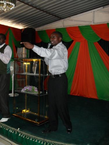 Ap Emmanuel from Uganda preaching with power