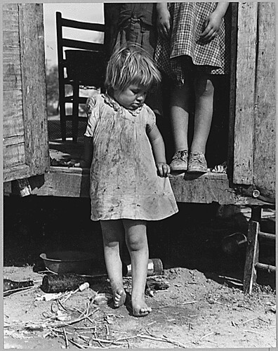 On Arizona Highway 87, south of Chandler. Maricopa County, Arizona. Children in a democracy., 11/1940