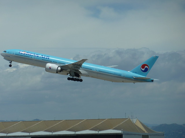 Korean Air HL7784 Boeing 777 seconds after take-off from LAX