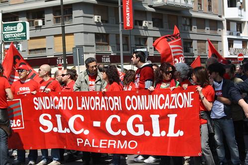 Palermo, operatori della formazione e forestali in piazza in attesa dell'esito della giunta$