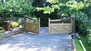 DSCF1169 - Oak Gates