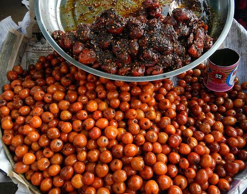 Yangon street food: unknown fruits (?)