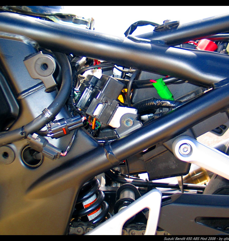 12 Volt Power Suzuki Gsx650f Forum Gsx650fbiz Motorcycle Fuse And Relay Box Will Find A Thick Orange Yellow Wire With Stripe That Powers Multiple Fuses Simple Put The Connector Between Plastic Side 12v Strip