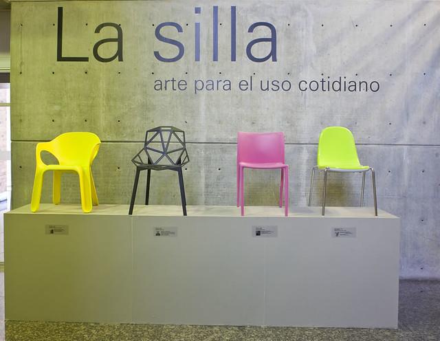 Universidad eafit exposici n la silla arte para el uso co for Silla universidad