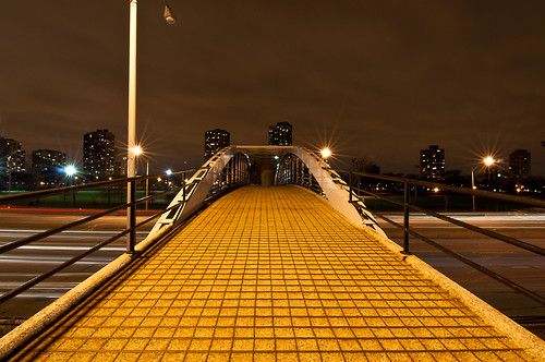 longexposure chicago nikon lakeshoredrive lighttrails banias d90 northavepedestrianbridge