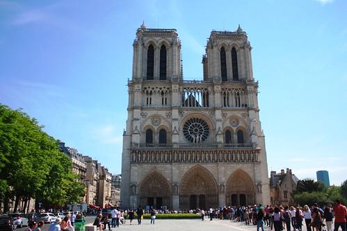 P0100/Paris Notre Dame Cathédral Front and Parvis/Our Lady of Paris/