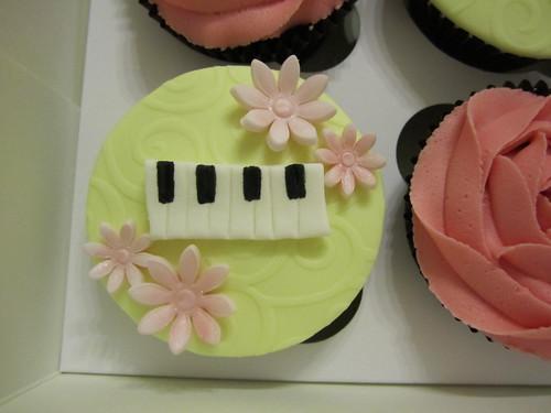 piano cupcake
