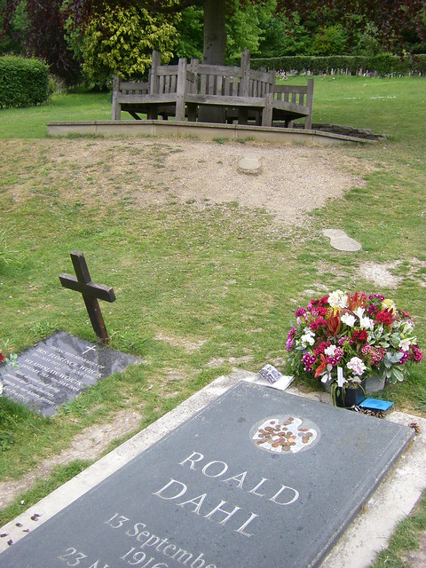 Roald Dahl 39 S Grave And Memorial Bench Explore Thaya 39 S