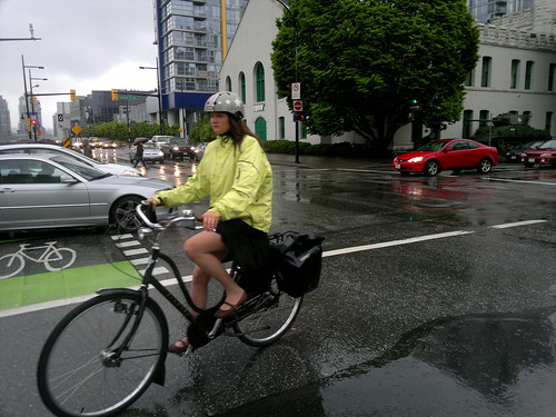 "Electra ""omafiets""-style bicycle in the rain #changeyourliferideabike #somedayIwillRideAnOmafiets  - 060220118344"