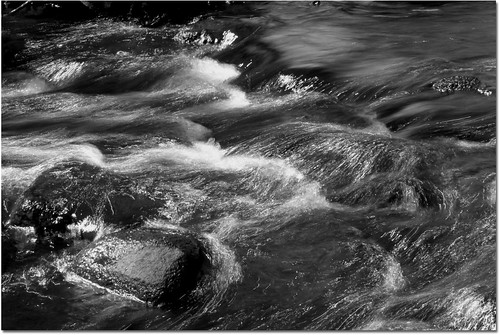 bw water river flow rocks newengland framinghamma framingham callahanstatepark