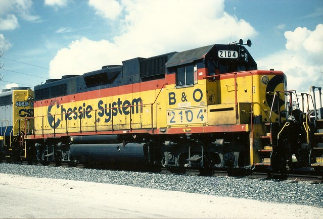 B&O0004 B&O GP38 No. 2104 in Chessie System yellow, in Miami, August 1995