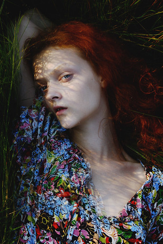 girl by fotofreddy