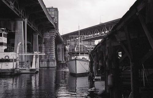 image_boat_street_marina