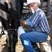 Emilio ordeñando las vacas - milking the cows; Los Parajes de Yécora, Sonora, Mexico por Lon&Queta