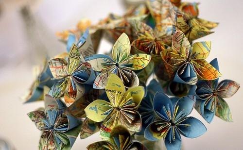 Des fleurs faites à partir de cartes par kimberlyjongsma - Flickr