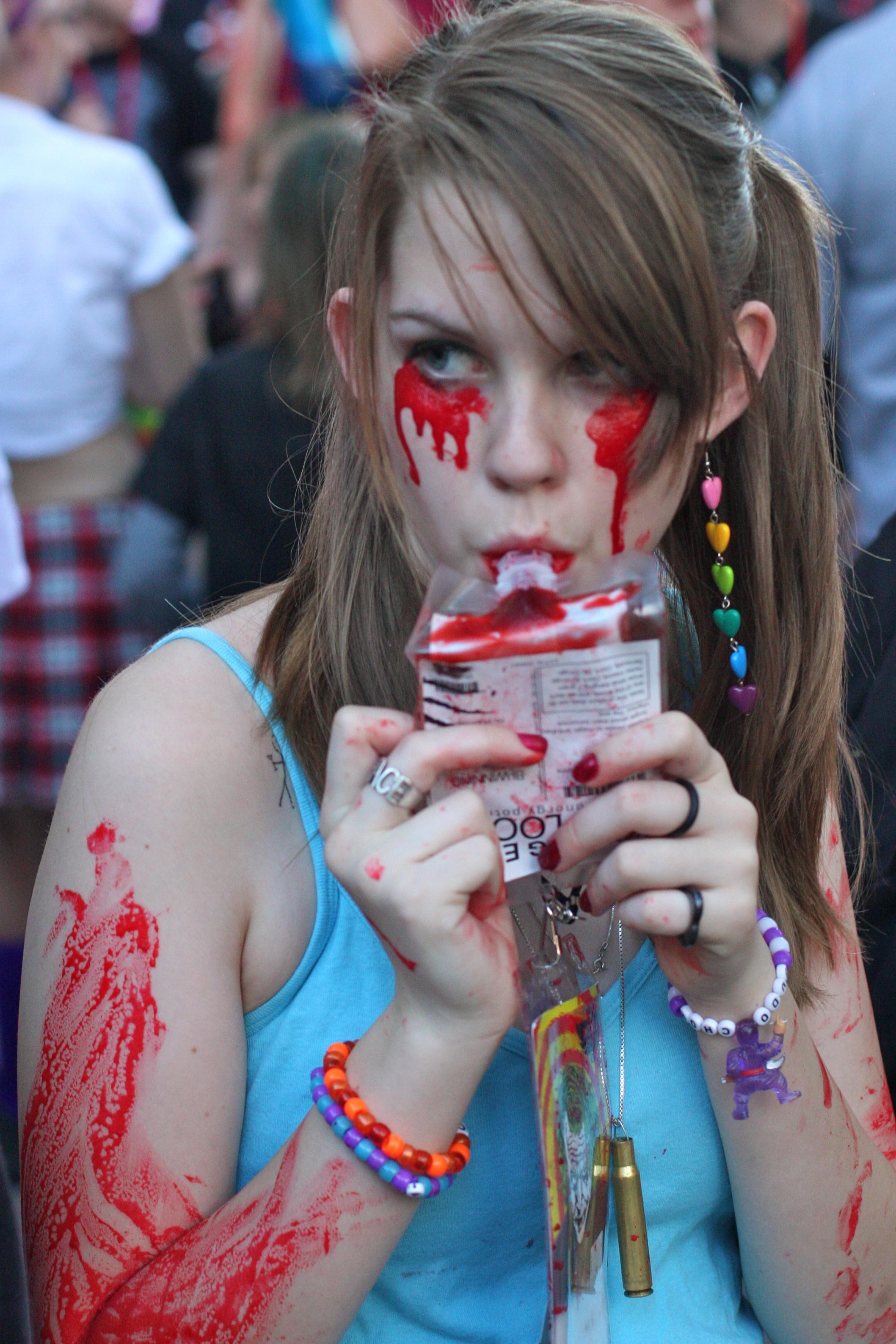 5848390943 60b5dcd2dc o Phoenix Comicon 2011 Zombie Walk Funny Picture