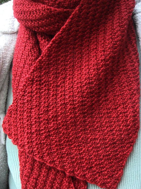 Staggered rib scarf