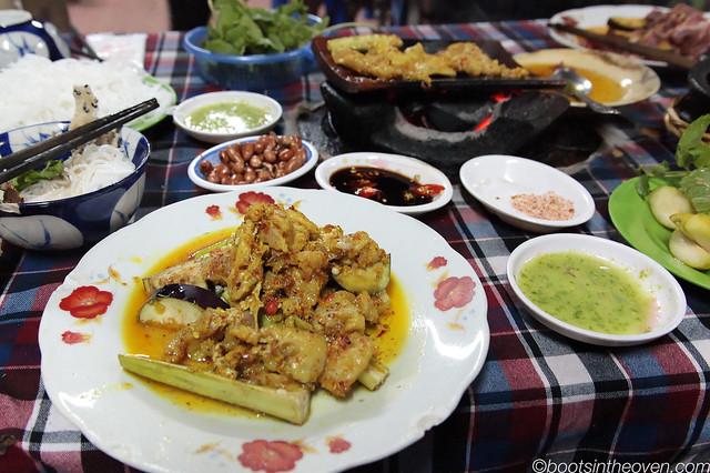 Cá suối nướng ngói (crocodile grilled on tiles)