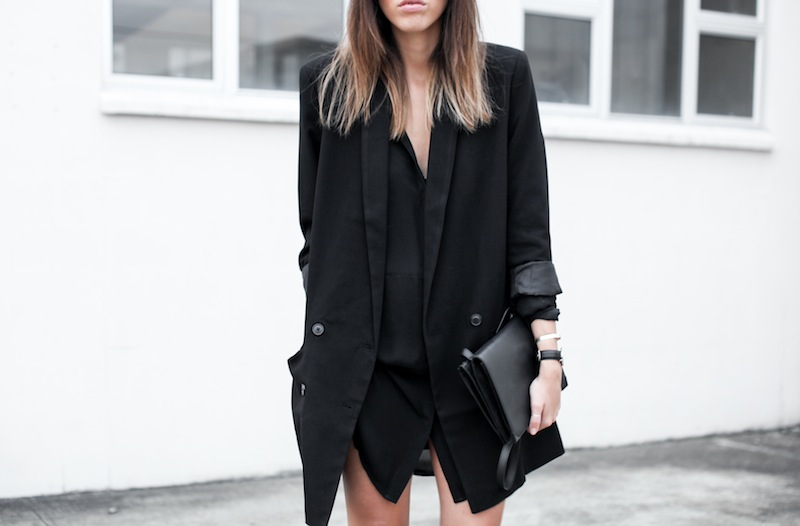 modern legacy blog street style off duty ASOS boyfriend long blazer Monki Alexander Wang Kelli Kelly ankle boots Saba silk shirt dress Alexander Wang Prisma Envelope leather clutch all black blogger balayage hair oversized minimalist (4 of 6)