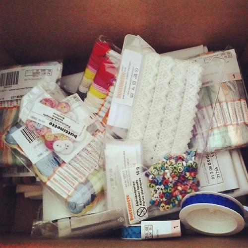 (Nur falls ihr euch fragt, warum mein Materiallager ständig aus allen nähten platzt...)