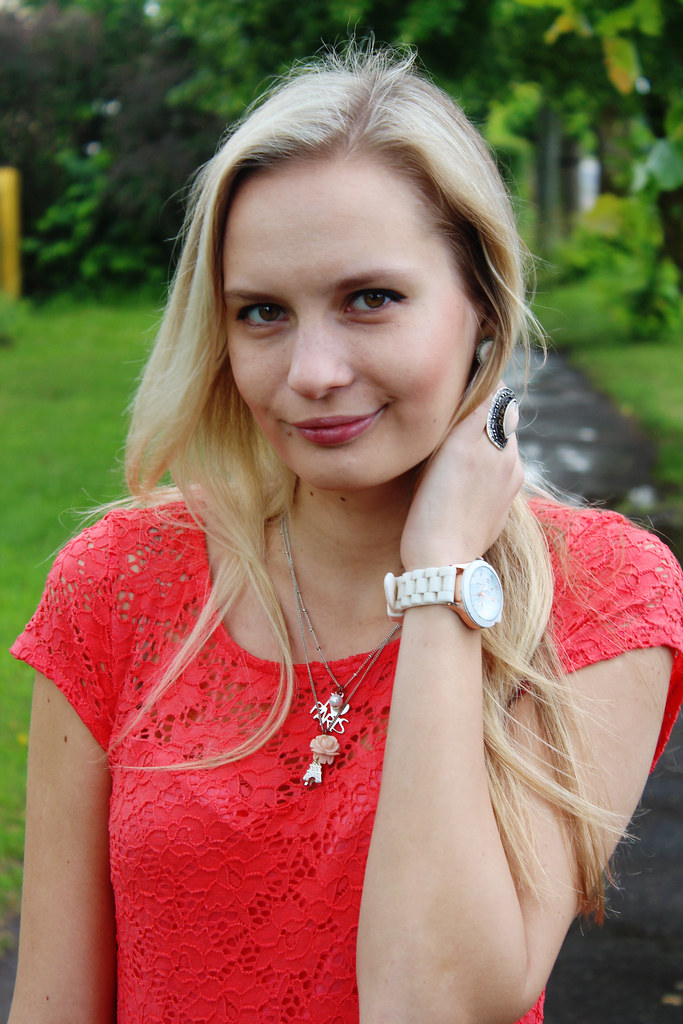 blonda-latviešu-meitene