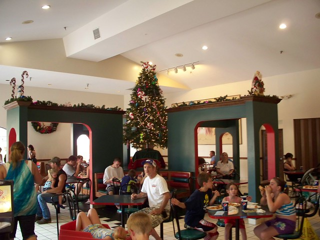 Holiday World - Kringle's Kafé
