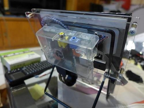 Raspberry Pi 安裝於支架後