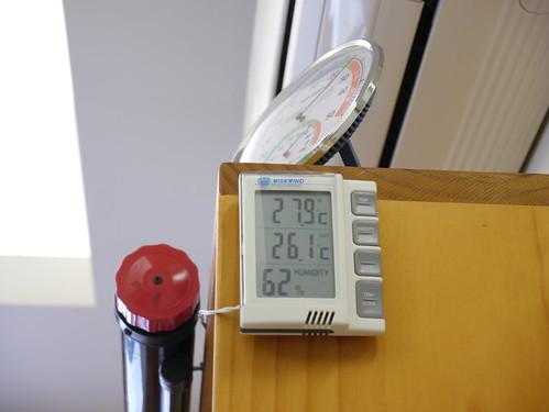 綠適居協會內的溫濕度計;攝影:郭叡