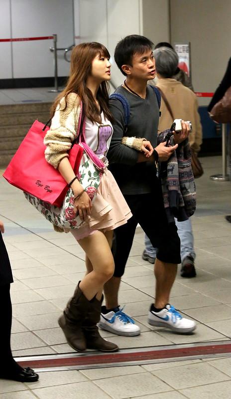 girl wearing pink short skirt粉紅短蓬裙靴子女孩I