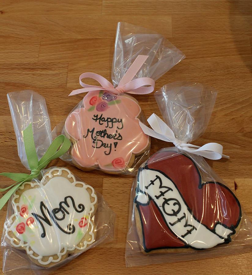 Custom Cupcakes And Cookies Oakleaf Cakes Bake Shop
