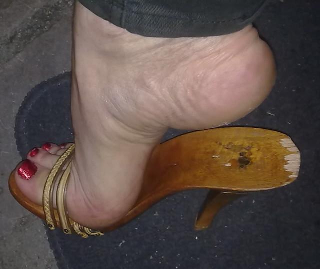 Black women shoeplay