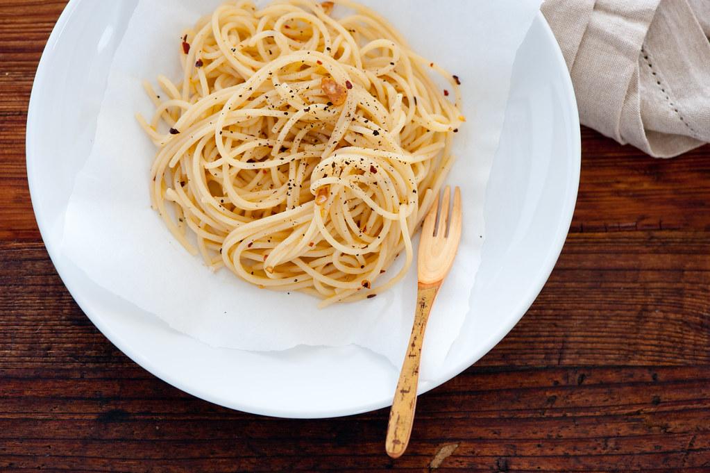 spaghetti with chilli & garlic
