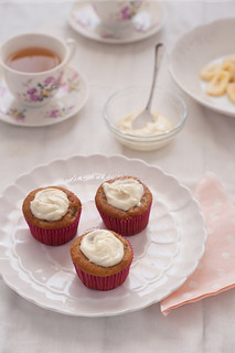 banana cupcakes with marple frosting