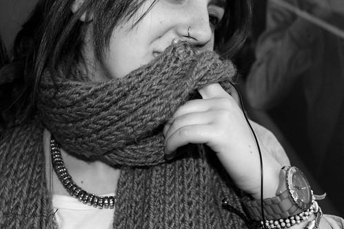 Sonrie tras la bufanda