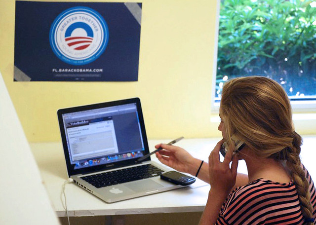 Julia in Naples makes calls for President Obama